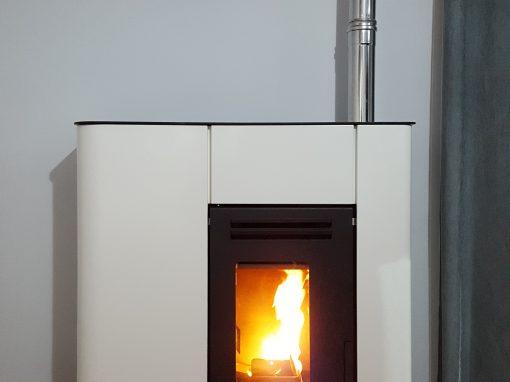 Instalación Estufa de Pellets de pasillo Boreal Slim 12,4 kW en Barcarrota