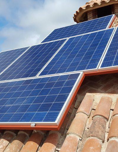Instalación Fotovoltaica Aislada en Barcarrota, instalación de placas solares en chozo, placas solares en barcarrota, energía solar, electricidad gratis