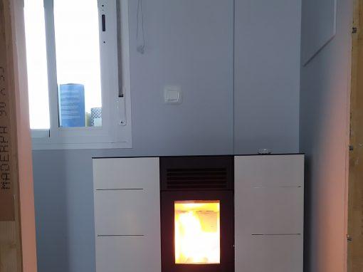 Instalación de estufa de pellet de pasillo 8 kW en La Bazana