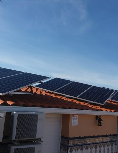 Placas solares de 330W, Instalación de Autoconsumo en Jerez de los Caballeros, ahorro en la factura eléctrica, autoproducir tu energia, placas solares, instaladores profesionales, estudio gratuito