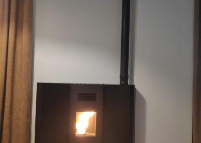 Instalación de Estufa de Pellets Pasillo en Valle de Santa Ana, instaladores profesionales de estufas de pellets, estufa de pellets pasillo negra