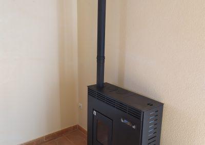 Estufa de pellets de pasillo 11 kW, estufa de pellets de pasillo negra, estufa de pellets de pasillo económica, instaladores, instalación sencilla, contacta con nosotros, enersolex
