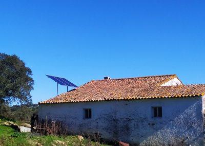 Instalación Fotovoltaica Aislada en La Bazana