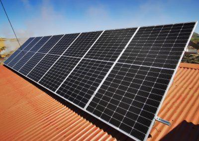 Instalación fotovoltaica aislada en fábrica de carbón en Zahínos
