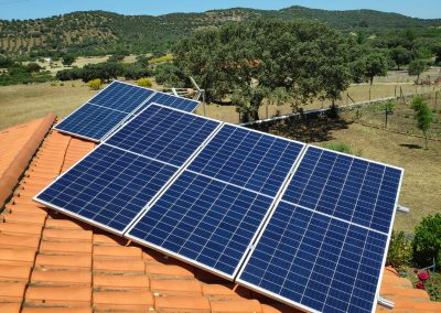 Instalación fotovoltaica aislada en Burguillos del Cerro