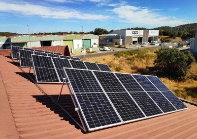 Instalación fotovoltaica de autoconsumo en CALSER PELTREX 98 SL ( Jerez de los Caballeros)